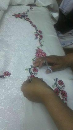 Güler Hacibebekoğlu's media statistics and analytics Mehndi Design Photos, Mehndi Designs, Silk Ribbon Embroidery, Embroidery Patterns, Sewing Hacks, Sewing Crafts, Rose Duvet Cover, Bed Cover Design, Henna Candles