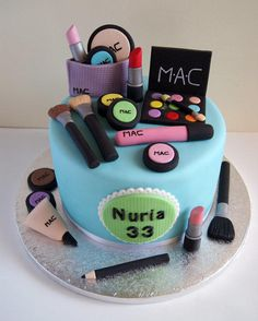 I really wanted to make a cake of makeup. I enjoyed doing every detail. This is my page. https://www.facebook.com/pages/ARTIFONDANT/149069815180907