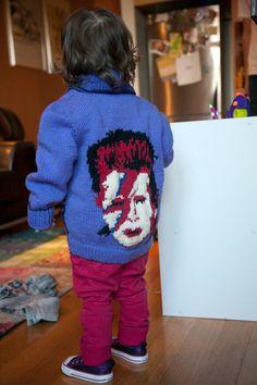 Homenaje knittero a Bowie, muy bien traído.