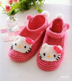 Hello Kitty shoes with diagram. Aghhhh they are so pretty and I love Kitty.