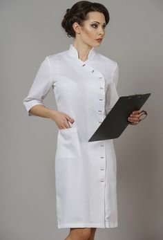 мед халаты короткие - Поиск в Google Spa Uniform, Scrubs Uniform, Moda Fashion, Fashion Sewing, Dental Uniforms, Blouse Nylon, Corporate Wear, Lab Coats, Nylons