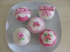Cupcakes para aniversário de menina com Tema Romântico