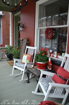38 Cool Christmas Porch Décor Ideas | DigsDigs