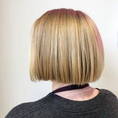 Find out why it's the most popular choice of bob this season. Take a look at these pictures of layered bob with bangs! Blunt Bob Cuts, Blunt Bob Haircuts, Cute Bob Haircuts, Choppy Bob Hairstyles, Easy Hairstyles, Haircut For Thick Hair, Wavy Hair, Her Hair, Hair Brained