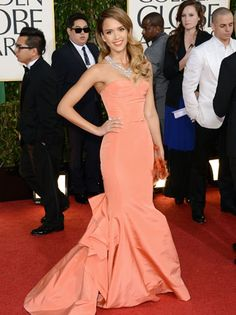 Jessica Alba in Oscar de la Renta at the 2013 Gloden Globes - Her styling is perfection.