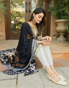 Latest Pakistani Dresses, Beautiful Pakistani Dresses, Pakistani Dress Design, Pakistani Outfits, Pakistani Bridal, Indian Dresses, Indian Outfits, Women's Fashion Dresses, Fashion Pants