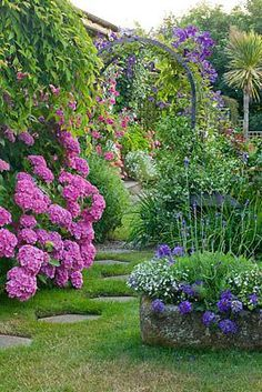 48 Modern French Country Garden Decor Ideas - About-Ruth Garden Paths, Garden Landscaping, Garden Archway, Garden Entrance, Potager Garden, Country Landscaping, Garden Art, Beautiful Gardens, Beautiful Flowers