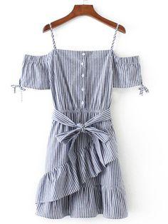 Модное платье в полоску со сборкой и поясом