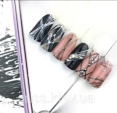Here is a tutorial for an interesting Christmas nail art Silver glitter on a white background – a very elegant idea to welcome Christmas with style Decoration in a light garland for your Christmas nails Materials and tools needed: base… Continue Reading → Black Nail Art, Black Nails, Blush Pink Nails, Gel Nail Art Designs, Nail Design, Nagel Blog, Nail Effects, Nails 2018, Geometric Nail