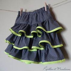 Papillon et Mandarine, *Patron gratuit* Jupe A Volants Skirt with ruffles. Ages In French, but sewing is the international language! Sewing Kids Clothes, Sewing For Kids, Free Sewing, Ruffle Skirt Tutorial, Diy Jupe, Rara Skirt, Couture Sewing, Diy Couture, Kind Mode