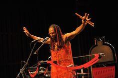 """Na sexta-feira, dia 13, o músico Babilak Bah comemora seus 50 anos de vida com o show """"O som Afroprogressivo de Babilak Bah"""", que acontece na Funarte MG, a partir das 20h30. A entrada é Catraca Livre."""