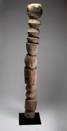 Rare Bongo Grave Post :        Bongo Grave Post   Ethnic group : Bongo   Country of origin : Sudan   Material : Wood   Approximate age : Late 19th Century / Early 20th Century