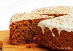 A receita de bolo de canela com calda é um doce que além de ser saboroso, ele também tem a vantagem de ser super fácil e rápido de preparar.