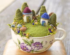 50 DIY Sommergarten Teetasse Fairy Garden Ideen – Famous Last Words Felt Crafts, Diy And Crafts, Arts And Crafts, Wet Felting, Needle Felting, Felt Fairy, Pin Cushions, Wool Felt, Felted Wool