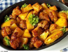 Bůček a oloupané brambory nakrájíme na větší kousky. Zázvor a česnek oloupeme a nastrouháme. Cibuli nakrájíme na klínky.Nakrájené maso osolíme,...