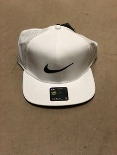 7e5c0a12c24 MEN S White NIKE SNAPBACK Golf Hat... Brand New With Tags  fashion