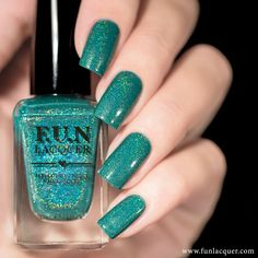 A stunning teal holographic polish that you can truly be yourself in. Fully opaque in 2-3 coats! Collection: Sveta Sanders Collection Stunning nails by lakkomlakkom