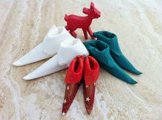A Tutorial - Folding serviettes to make boots for decorating the table ! Origami Folding, Napkin Folding, Christmas Breakfast, Beautiful Creatures, Xmas, Christmas Ideas, Napkin Ideas, Boots, How To Make