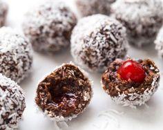 Boules cerise chocolat noix de coco.