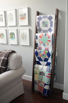 I'd love something like this for all the old family quilts! DIY quilt ladder. Dimensions given.