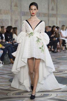 083f2246b492 Giambattista Valli Fall 2017 Couture Fashion Show