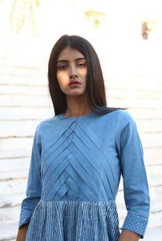 Neckline Designs, Dress Neck Designs, Designs For Dresses, Pakistani Fashion Casual, Pakistani Dresses Casual, Stylish Dresses, Fashion Dresses, Stripped Maxi Dresses, Kurta Neck Design