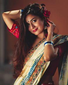 Wedding Couple Poses Photography, Girl Photography, Fashion Photography, Beautiful Saree, Beautiful Indian Actress, Beautiful Women, Indian Girls Images, Royal Look, Saree Models