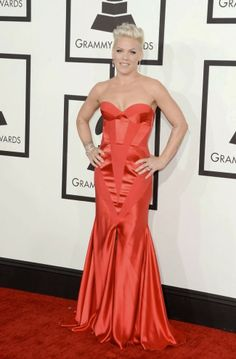 Pink - Johanna Johson, Grammy Award 2014  http://modakahini.blogspot.com.tr/2014/01/56-grammy-odul-toreni-krmz-hal.html