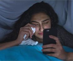 Crying girl in bed Deep Cleaning Tips, Cleaning Hacks, Crying Girl, Wd 40, Easy Workouts, Lose Belly Fat, Monitor, Things To Think About, Told You So