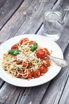Parmesan, Spaghetti, Foods, Ethnic Recipes, Food And Drinks, Food Food, Food Items, Noodle, Parmigiano Reggiano