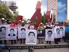 Prioritario esclarecer caso de normalistas desaparecidos PGR - El Financiero