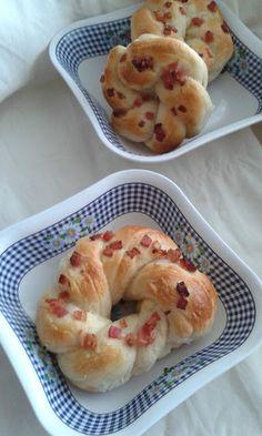 Baconos koszorú Bagel, Doughnut, Bread, Desserts, Food, Meal, Deserts, Essen, Hoods