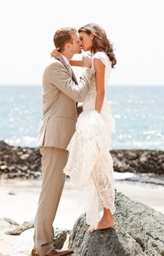 9979958850b2c5eb62fbeb01bbc0db18 {Wedding Wednesday} 5 Tips For a Gorgeous Beach Wedding