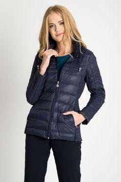 83b08be8ec2b7 Granatowa pikowana kurtka z odpinanym kapturem QUIOSQUE - FS INSPIRE