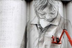 The artist is Guido van Helten who has made a name for himself making large-scale public artworks in cities across Europe and the US. A portrait of a local schoolgirl painted on the side of a grain silo in Coonalpyn, South Australia Murals Street Art, Street Art Graffiti, Mural Art, Industrial Artwork, Sky Go, Ephemeral Art, Street Art Photography, Amazing Street Art, Amazing Art