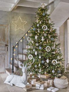 Оформление новогодней елки фигурками