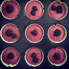 blackberries cashew dates and coconut ❤️ Blackberries, Dates, Sweet Treats, Vegan Recipes, Cheesecake, Muffin, Coconut, Breakfast, Instagram Posts