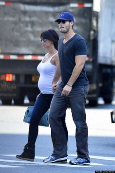 Pregnancy- Jennifer love Hewitt! CUTE PREGGERS OUTFIT.. I have everything for that outfit too!