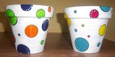 Divertidas y super originales macetitas pintadas a mano Flower Pot Art, Flower Pot Design, Clay Flower Pots, Clay Pots, Decorated Flower Pots, Painted Flower Pots, Painted Pots, Clay Pot Crafts, Rope Crafts
