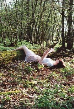 В траве с книгой