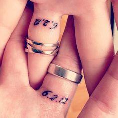 troudag datum - tattoo op ring vinger.