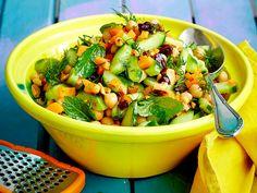 Neben all den Köstlichkeiten, die wir auf dem Rost zubereiten, dürfen die passenden Begleiter zu Würstchen und Co. natürlich nicht fehlen. Wir empfehlen leckere Salate zum Grillen.