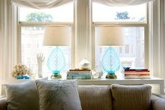 Sofa table with pretty lamps. I saved this a long time ago and can't remember where from. Sofa Table Styling, Mission House, I Love Lamp, Pretty Room, Coastal Living, Beautiful Homes, Beautiful Life, House Tours, Living Area