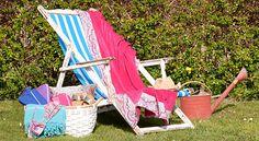 La toalla, la cesta, el bikini y las sandalias. Todos estos complementos son de Zara Home, para ir perfecta a tomar los primeros rayos de sol.