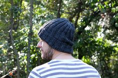 One skein; This mariner's hat knitting pattern will work up into the perfect. One skein; This mariner's hat knitting pattern will work up into the perfect ribbed beanie! Chunky Hat Pattern, Baby Hat Knitting Pattern, Poncho Knitting Patterns, Hat Patterns, Kids Patterns, Easy Knit Hat, Cable Knit Hat, Knitted Hats, Cable Knitting