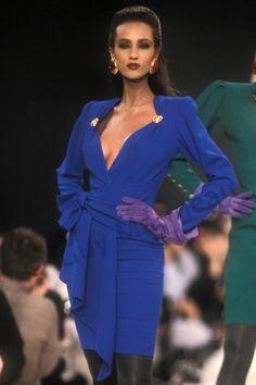 Iman walked for Yves Saint Laurent 1988 80s Fashion, Runway Fashion, Fashion Models, High Fashion, Vintage Fashion, Fashion Mag, Supermodel Iman, Iman Model, Royal Dresses