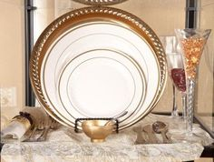 For the DIY Bride - Plastic Plates - Maryland REGAL Gold Border - Plastic plates-Maryland's gold border