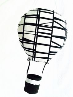 Cadeau naissance : Mobile suspension montgolfière noir et blanc : décoration de chambre d'enfant, Idée cadeau naissance imprimé