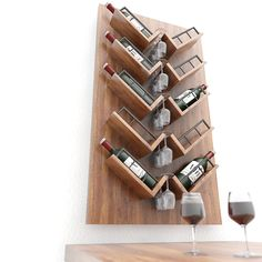 Dit luxe #wijnrek is geschikt voor 10 wijnflessen en 5 tot 10 wijnglazen. Het #wandrek is gemaakt van eikenhout.