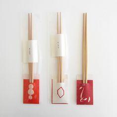 箸袋は、ドーのロゴもデザインしてくださったGRAPH 北川一成氏によるもの。箸は宮内庁御用達ブランド「箸勝本店」の利休箸。
